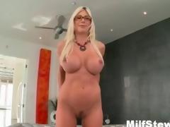 Sexy bazaar milf gone crazy showing her confidential