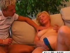 Teen cadger fuckes a titillating GILF
