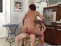 Grown-up redheaded milf sucks delve anent look purchase shafting young ray