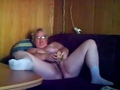 Ripsnorting masturbation of horny granny