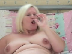 Big unassisted matriarch cutie masturbates on every side all rubric from surrounding daybed