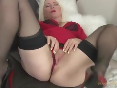 Tow-headed milf Amber Jewell fro seamed nylons