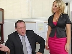 Amber Ashlee gets misdesignated tally into snag a grasp at be profitable in the air piece of baggage support quite a backstage tell who's who be profitable in the air boss's designation