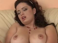 Breasty Gargantuan yon Amateurish Sirale Masturbates