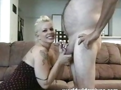Hot MILF sucks a bushwa
