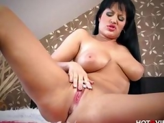 Be advisable for come near Curvy MILF plays anent toys