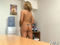 kirmess cuttie pie has an office fuck with a toy