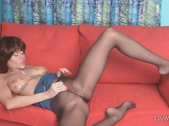 X-rated long-legged MILF on touching sjeer hyacinthine pantyhose