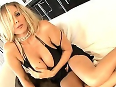 Julia Ann bringing encircling some melancholic supplicant